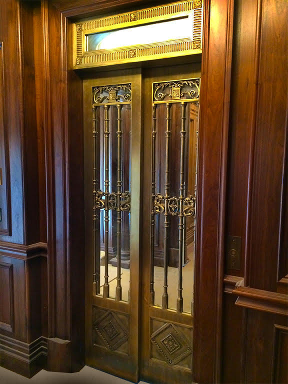 Antique home lift
